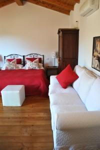 Camera Limoni, con servizi privati e ingresso indipendente.